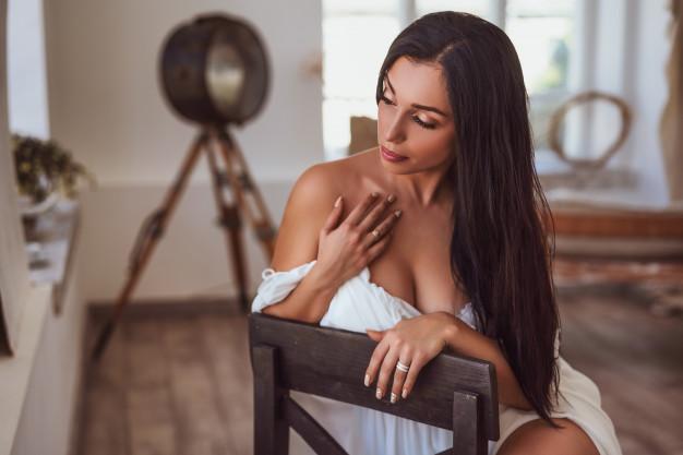 seksowna brunetka zadowolona po vigrax